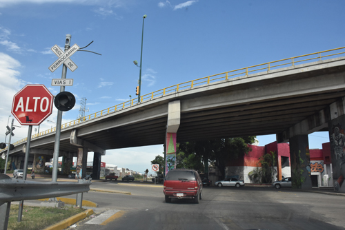 Descartan riesgos en puentes vehiculares