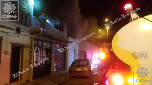 Provocan vándalos incendio en vivienda habitada