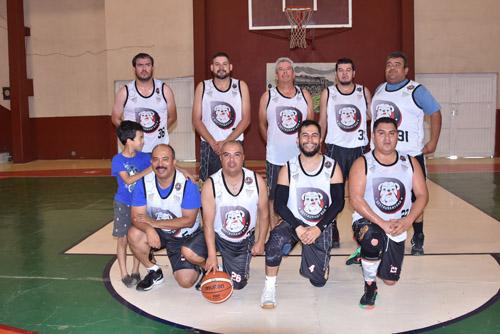 Chatos Grill mantiene liderato en Veteranos de Basquetbol