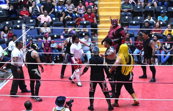 La pelea estelar fue del agrado de todos los asistentes. Foto: Martín Martínez / El Sol de Irapuato