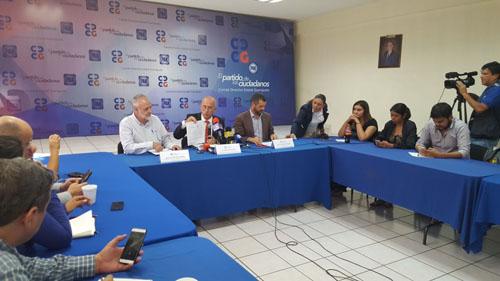 Encabezados por Éctor Jaime Ramírez, diputados locales panistas dicen que está integrada la averiguación previa 101/2015.