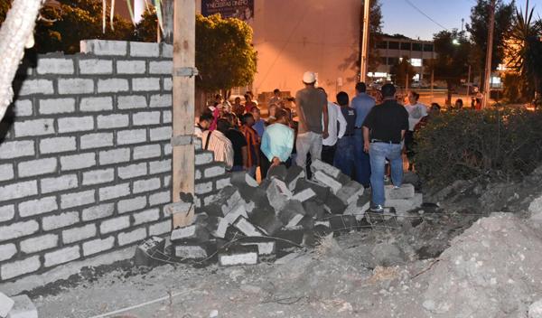 Se oponen colonos a muro de Ferromex