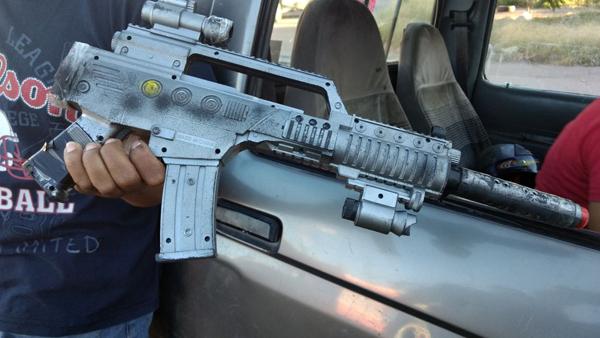 Lo detienen con metralleta de juguete