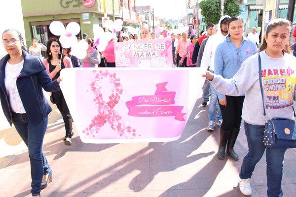 """Realizan desfile por el """"Día Mundial contra el Cáncer de Mama"""""""