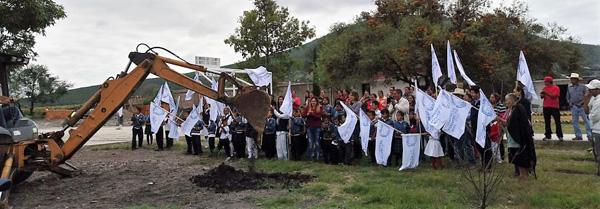 Arranca construcción de barda perimetral en primaria Revolución