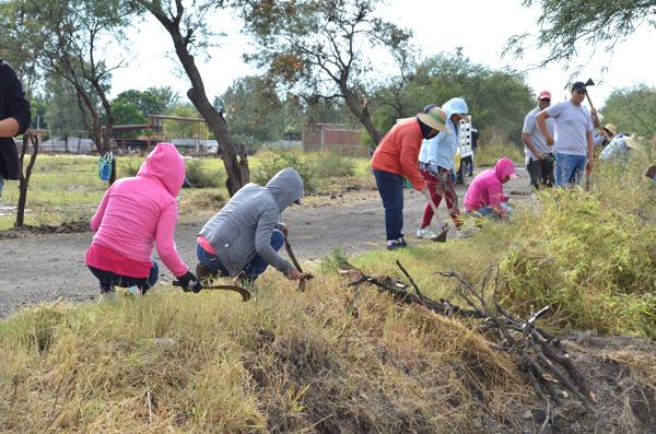 Comunidades, Escuelas  y Caminos más Limpios