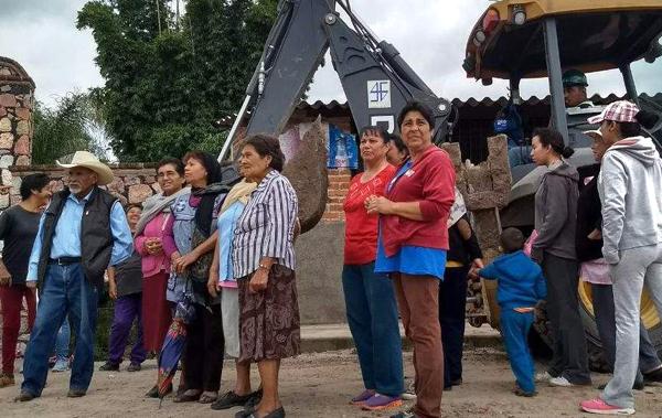 Supervisan avances de obra de drenaje en San Gregorio