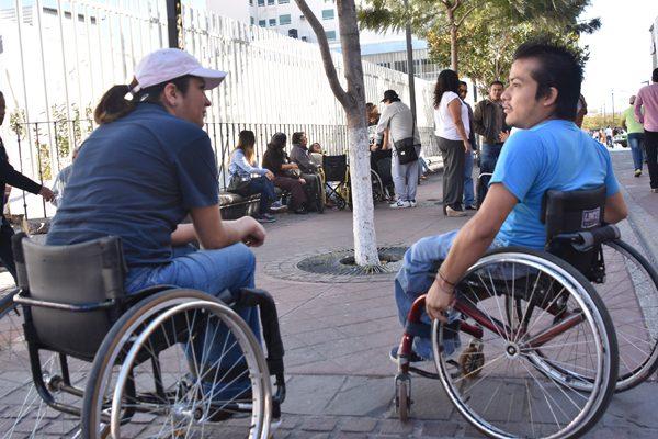 Incorporarán a personas con discapacidad al campo laboral