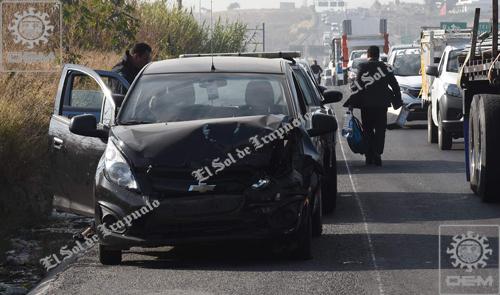 Conductor se da a la fuga, luego de percance carretero