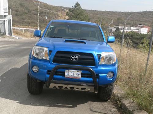 Localizan camioneta robada en Villas de Irapuato
