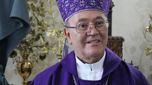 Propuestas y no ataques, pide Obispo a aspirantes