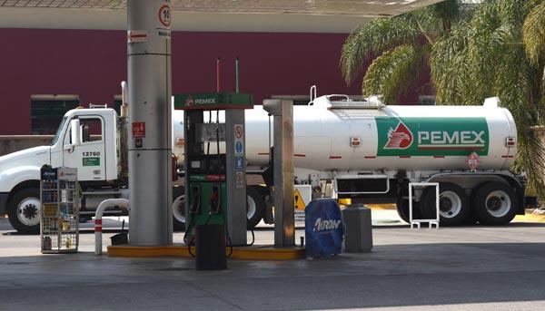 Además de cara, escasea gasolina