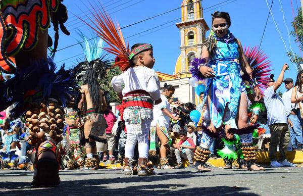Veneran miles de fieles a la Virgen de Guadalupe