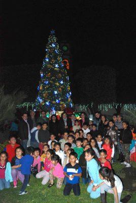 Pueblo Nuevo se ilumina con la estrella de la Navidad