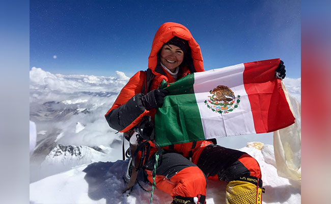 Viridiana Álvarez deja huella de Aguascalientes en la cima del Everest