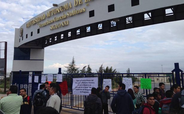 Toman docentes campus de la UAZ, exigen pago
