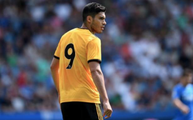 Raúl Jiménez falla primer penal de su carrera en debut con Wolves