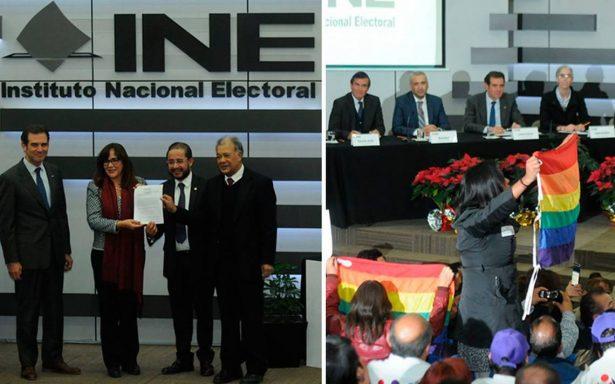 Morena, PT y PES registran coalición ante INE entre protestas