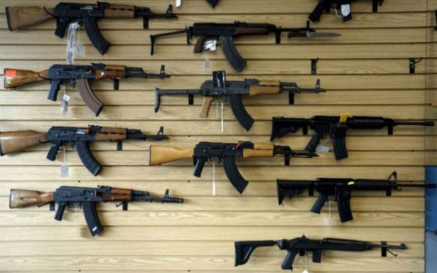 Gobernador de Florida firma ley de control de armas tras tiroteo