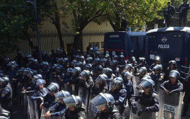 No fue pacífica: seis policías heridos por petardo lanzado en manifestación