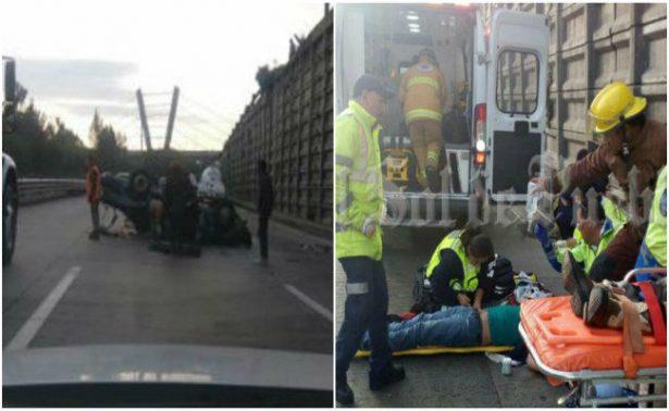 Cae auto desde el segundo piso de la México–Puebla