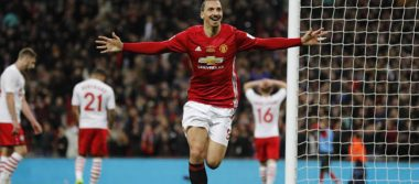 Manchester United gana Copa de la Liga inglesa con doblete de Ibrahimovic