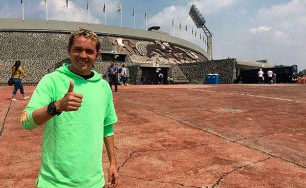 """¡Regresa a casa! """"Parejita"""" López visita estadio de Pumas"""