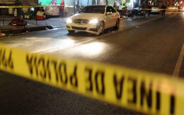 Un muerto y dos heridos, saldo de tiroteo afuera de la Arena México
