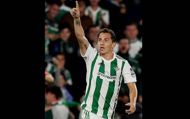 Guardado mete un golazo en el empate del Betis ante el Girona