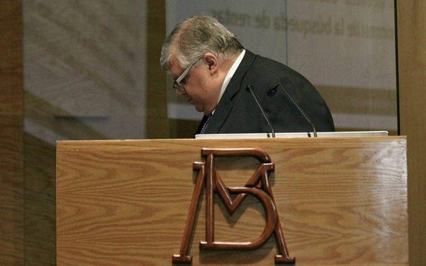 Carstens se despide de Banxico con previsión de inflación a la baja