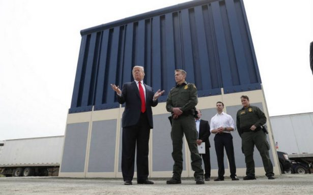 Trump revisa los ocho prototipos para su muro fronterizo