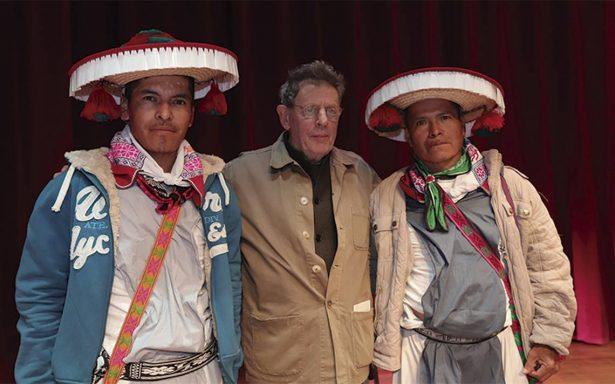 Philip Glass invita a redescubrir los pueblos indígenas del mundo