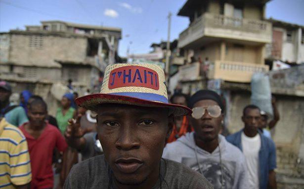 Trump continúa con medidas antiinmigrantes tras revocar beneficio a haitianos