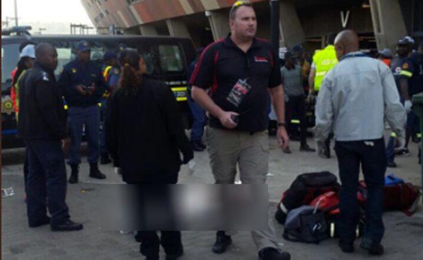 Dos personas mueren aplastadas durante un partido de fútbol en Sudáfrica
