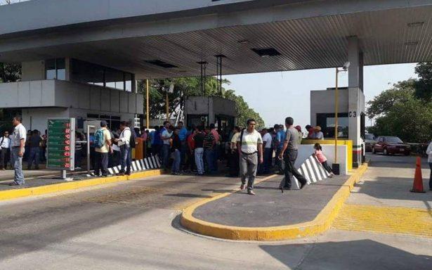 Sección 22 de la CNTE mantiene bloqueos en carreteras de Oaxaca