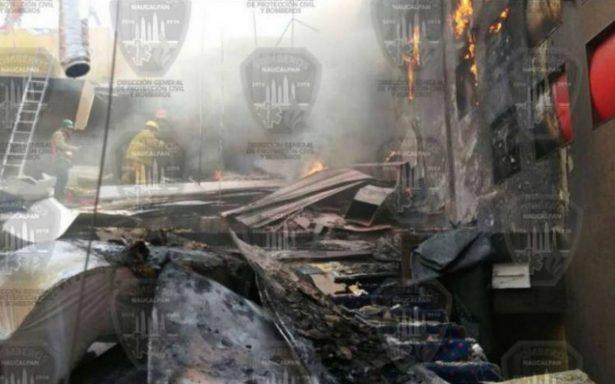 Bomberos controlan incendio en cines de Plaza Satélite; no hay lesionados