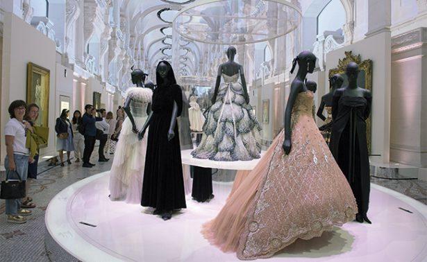 """Christian Dior: 70 años del """"sueño modisto"""" y del new look"""