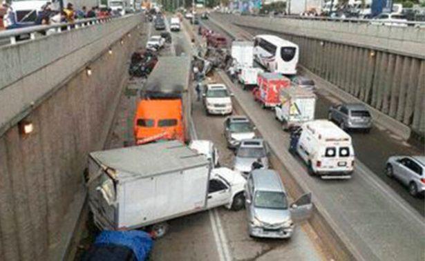 Carambola de 15 vehículos en Jalisco deja 14 heridos