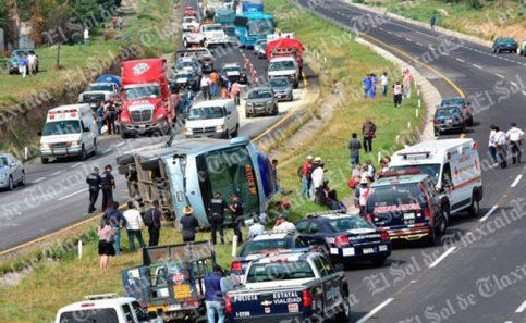 Un muerto y 15 heridos, deja accidente en Apizaco