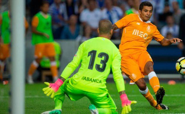 Tecatito colabora con gol en triunfo del Porto sobre La Coruña