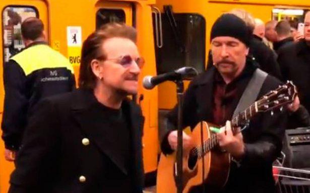[Video] U2 sorprende con concierto en el Metro de Berlín