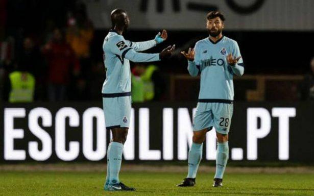 """VIDEO: """"Tecatito"""" fue expulsado y el Porto dejó ir puntos"""