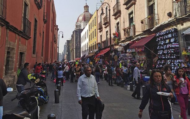 Autoridades capitalinas permiten ambulantes en el Centro Histórico