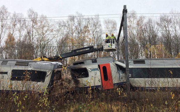 Tren se descarrila en Sevilla; deja 21 heridos