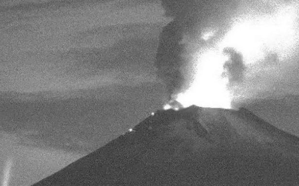 Popocatépetl despertó en la madrugada con emisiones incandescentes