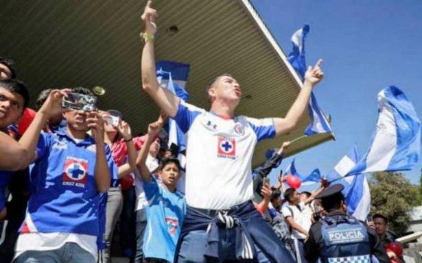 Cruz Azul y su afición se reconcilian en entrenamiento
