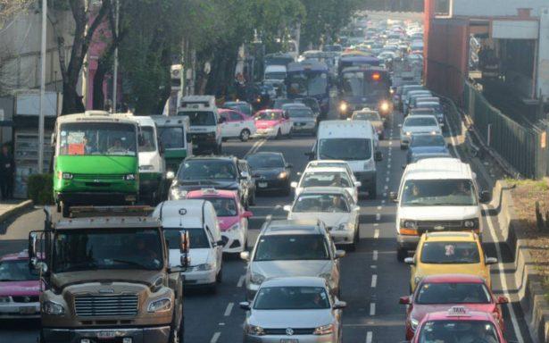 Este martes no circulan los autos con engomado rosa