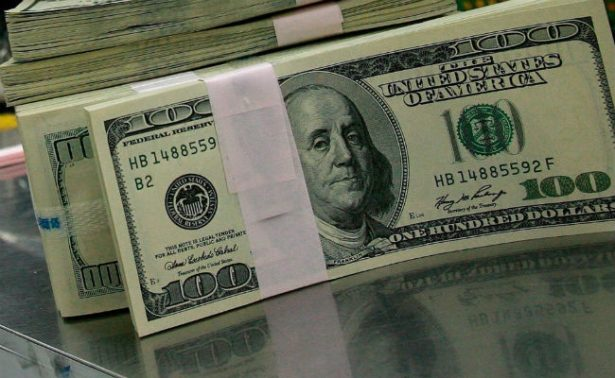 Dólar asciende y se vende hasta en 18.14 pesos en bancos de la Ciudad de México