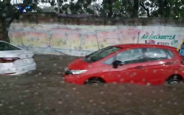 Tromba inunda la ciudad de Oaxaca, reportan daños materiales