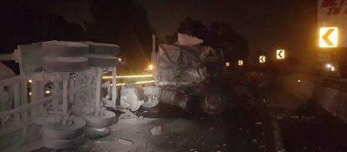 Volcadura de tráiler genera caos en la autopista México- Cuernavaca